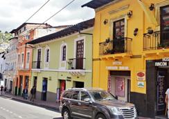 Rincón Familiar Hostel Boutique - Quito - Outdoor view