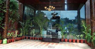 Hotel Anandam - Rishikesh - Building