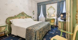 Hotel Montecarlo - Venice - Bedroom