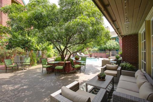 Habitat Suites - Austin - Patio