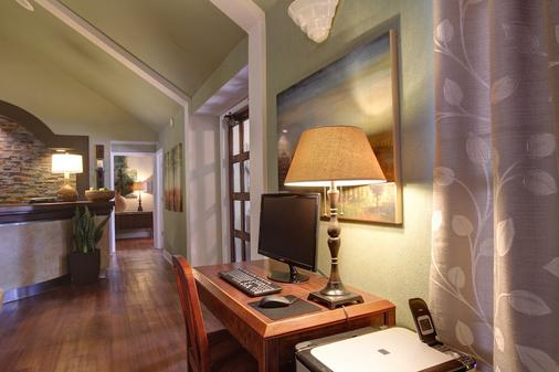 Habitat Suites - Austin - Business centre
