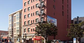Ramada by Wyndham, Gaslamp Convention Center - San Diego - Building