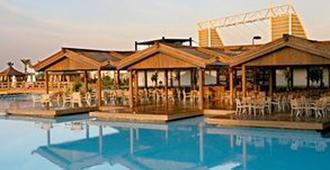 Limak Lara De Luxe Hotel - Antalya - Outdoor view
