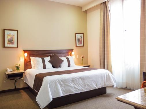 Hotel Mision Catedral Morelia - Morelia - Bedroom