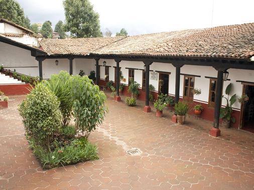 Mision Patzcuaro - Patzcuaro - Patio