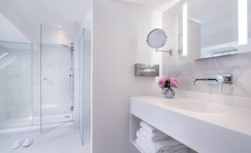 Hotel Beauchamps - Paris - Bathroom
