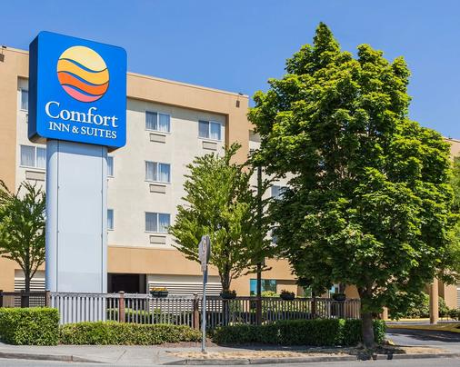 Comfort Inn & Suites - Seattle - Building