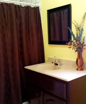 Ocean Tide Beach Resort - San Pedro Town - Bathroom