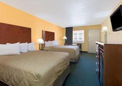 Ramada San Antonio/Near Seaworld - San Antonio - Bedroom