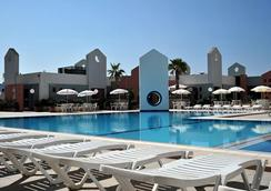 Blue Sea St George's Park and La Vallette Resort - St. Julian's - Pool