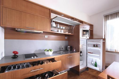 Rezidence Vysehrad - Prague - Kitchen