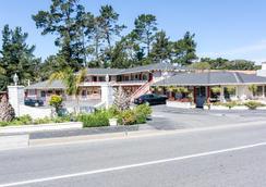 Carmel Hill Del Monte Pines - Monterey - Outdoor view