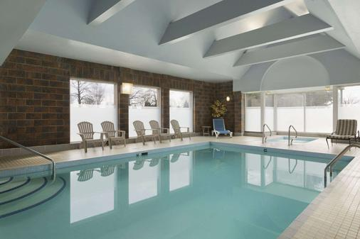 Travelodge Hotel Vancouver Airport - Richmond - Pool