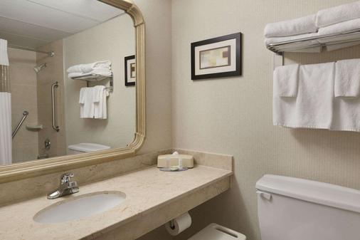 Travelodge Hotel Vancouver Airport - Richmond - Bathroom