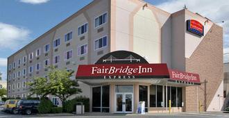 Fairbridge Inn Express - Spokane - Building