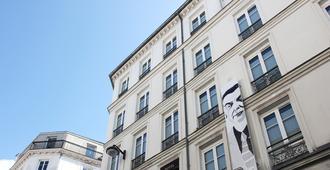 Best Western Plus Hotel Litteraire Marcel Ayme - Paris - Building
