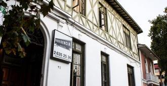Hostal Providencia - Santiago - Building