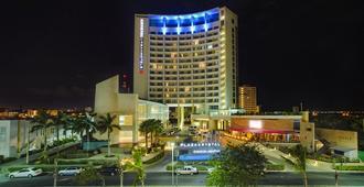 B2B Malecon Plaza Hotel & Convention Center - Cancun - Building
