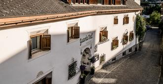 Engadiner Boutique-Hotel GuardaVal - Scuol - Building