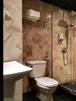 Zen Premium Hulo Hotel - Kuala Lumpur - Bathroom