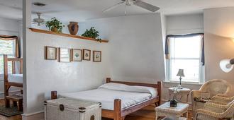 Smallest Bar Inn - Key West - Bedroom