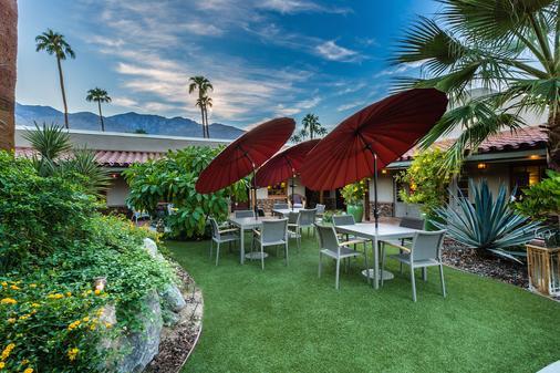 Colt's Lodge - Palm Springs - Patio