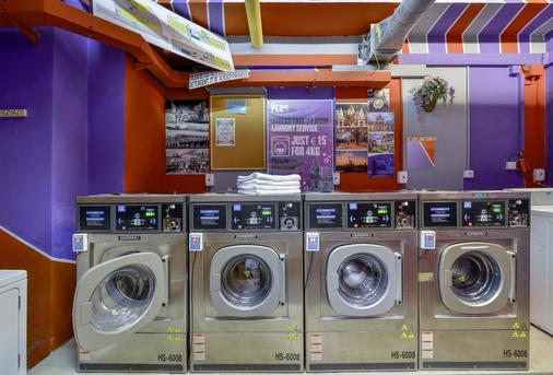 Plus Prague Hostel - Prague - Laundry facility