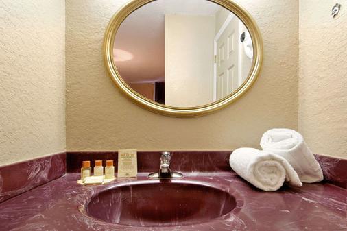 Days Inn Orlando/International Drive - Orlando - Bathroom