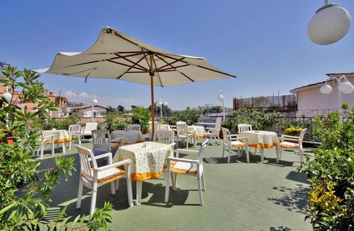 Hotel Cecil - Rome - Outdoor view