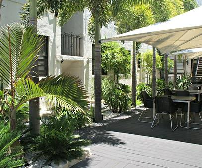 South Beach Plaza Hotel - Miami Beach - Outdoor view