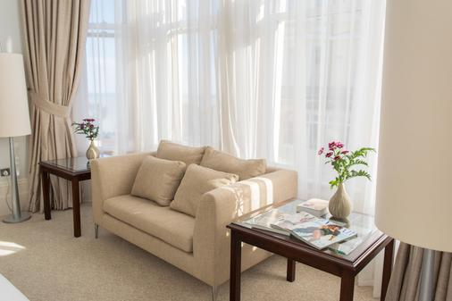 Chatsworth Hotel, a member of Small Luxury Hotels of the world - Eastbourne - Living room