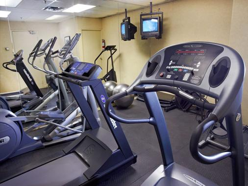 Town Inn Suites - Toronto - Gym