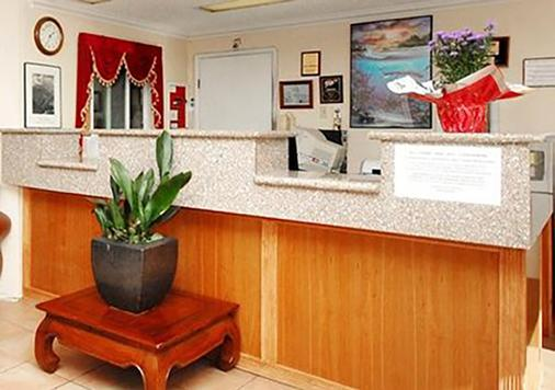 Rodeway Inn - SeaTac - Front desk