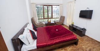 Tulips Elkhill Resorts - Ooty - Bedroom