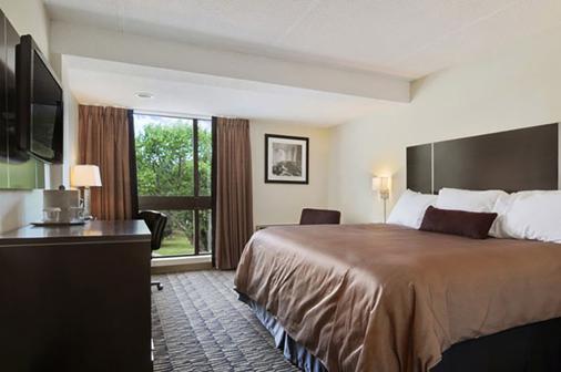 Ramada Plaza Niagara Falls - Niagara Falls - Bedroom