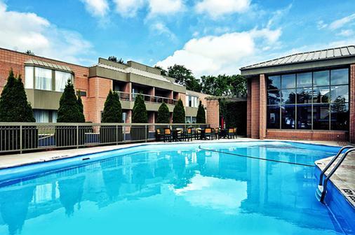 Ramada Plaza Niagara Falls - Niagara Falls - Pool
