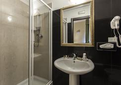 Hotel Regina Giovanna - Rome - Bathroom
