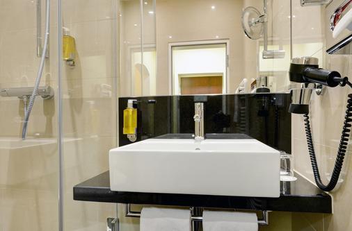 Intercityhotel München - Munich - Bathroom