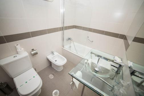 Los Omeyas Hotel - Córdoba - Bathroom
