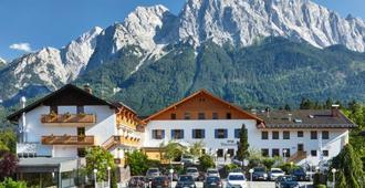 Romantik Alpenhotel Waxenstein - Grainau - Building