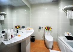 Midtown Hotel Hue - Hue - Bathroom