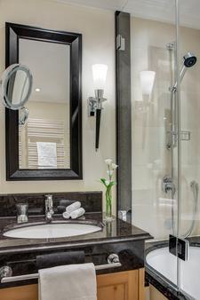 Steigenberger Grandhotel Belvédère - Davos - Bathroom