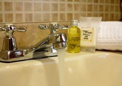 Hotel Filatelia - Quito - Bathroom
