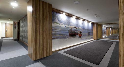 Hotel Dome Las Tablas - Madrid - Hallway