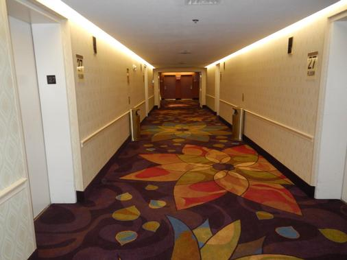 Luxor Hotel and Casino - Las Vegas - Hallway