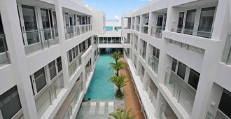 Astoria Current - Malay - Building