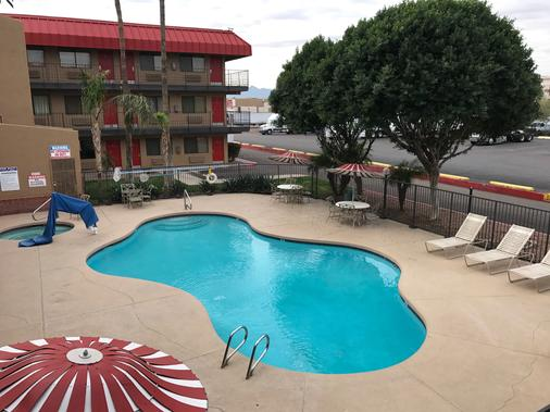 Travelers Inn - Phoenix - Pool