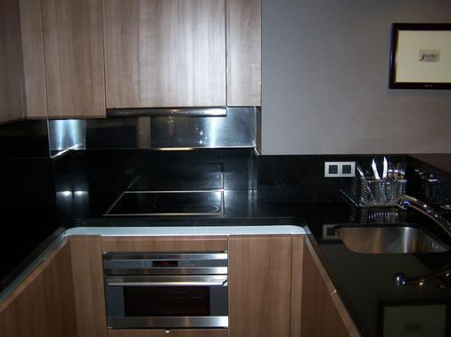 Washington Parquesol Suites & Hotel - Valladolid - Kitchen