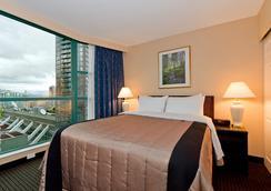 Rosedale On Robson Suite Hotel - Vancouver - Bedroom