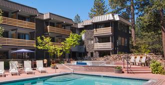 Hotel Azure - South Lake Tahoe - Building